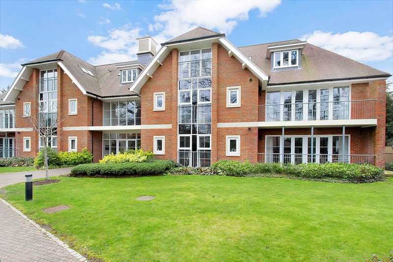 2 Bedrooms Flat for sale in The Groves, Station Road, Beaconsfield, HP9
