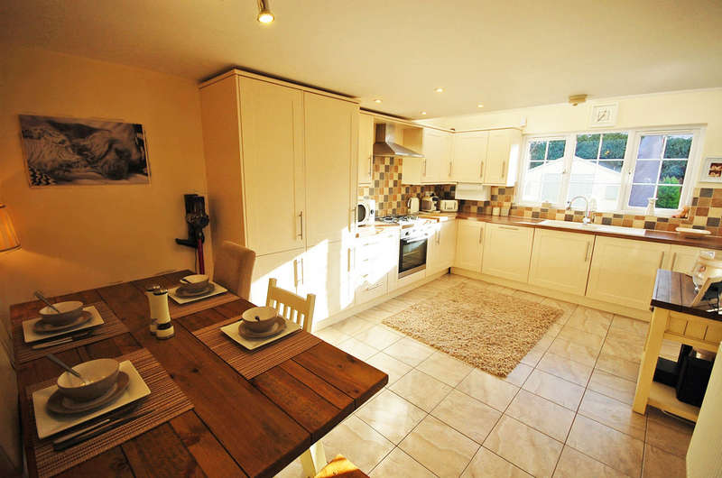 3 Bedrooms Semi Detached House for sale in The Street, Rayne, Braintree, CM77