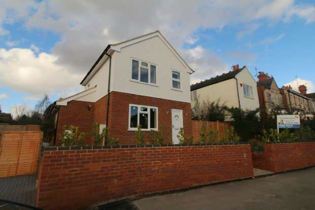 3 Bedrooms Detached House for sale in Newcastle Road, Reading