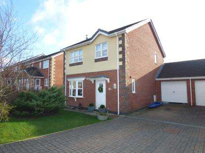 3 Bedrooms Link Detached House for sale in Caeau Penrallt, Llanfairpwllgwyngyll, Sir Ynys Mon, LL61