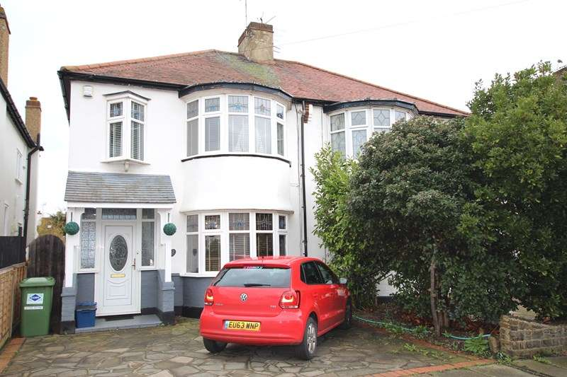 3 Bedrooms Semi Detached House for sale in Southchurch Park Area, Southend on Sea