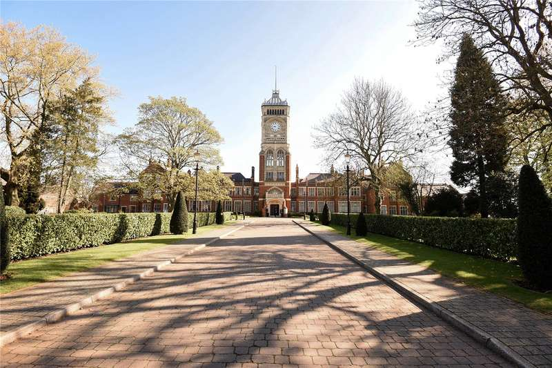 2 Bedrooms Apartment Flat for sale in Royal Connaught Drive, Bushey, Hertfordshire, WD23
