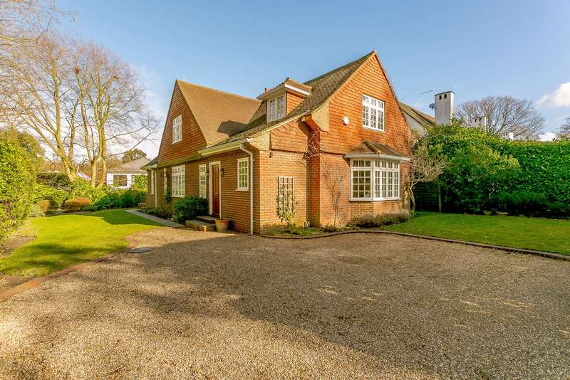 3 Bedrooms Detached House for sale in St George`s Hill