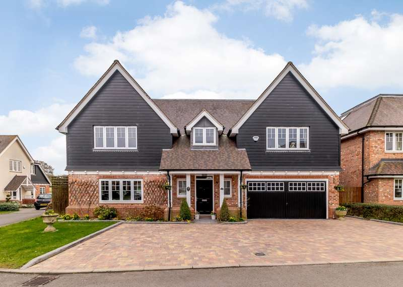 5 Bedrooms Detached House for sale in Lord Reith Place, Beaconsfield, HP9