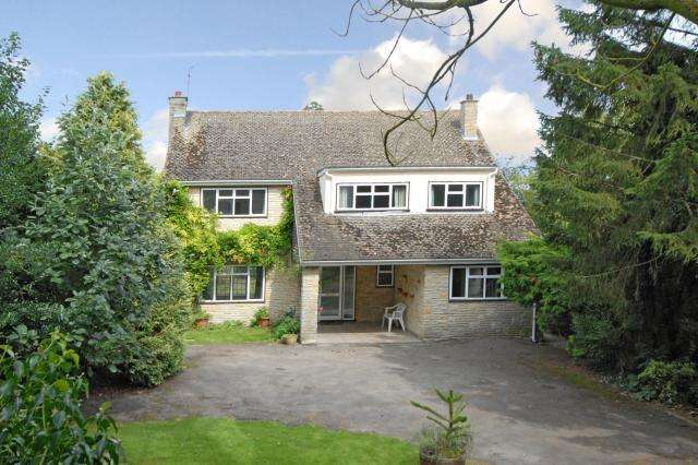 4 Bedrooms Detached House for sale in Bainton Road, Bucknell, OX27