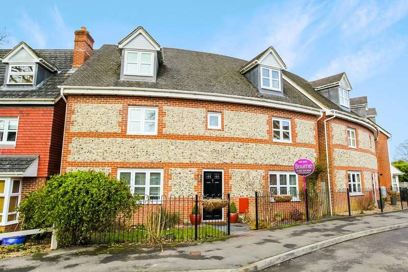 5 Bedrooms Detached House for sale in Goldcrest Way, FOUR MARKS, Hampshire