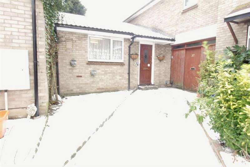 2 Bedrooms Ground Flat for sale in Crown Avenue, Pitsea, Basildon