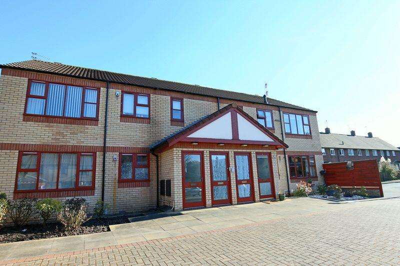 2 Bedrooms Flat for sale in Oak View, Market Drayton