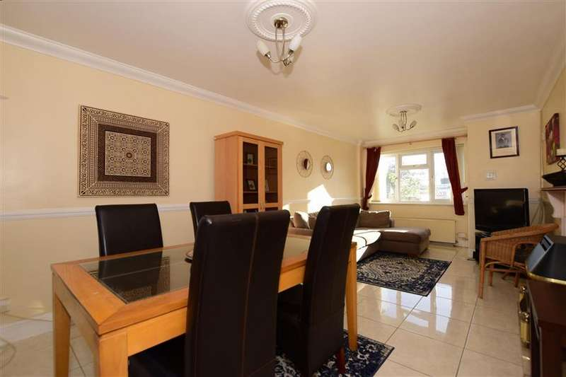3 Bedrooms Terraced House for sale in Cattawade End, Basildon, Essex