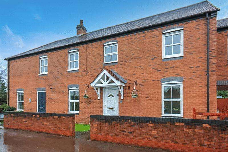 3 Bedrooms Town House for sale in Harecastle Bank, Stone