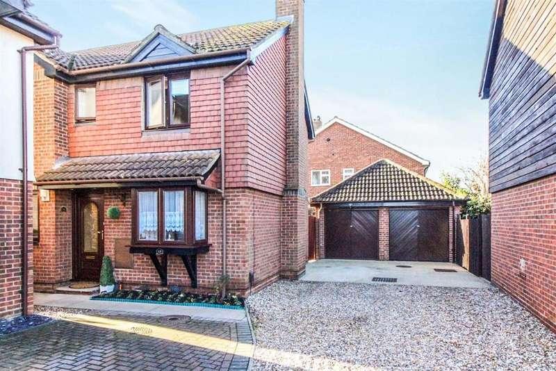 4 Bedrooms Detached House for sale in Girton Court, Cheshunt, Herts EN8