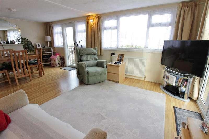 2 Bedrooms Park Home Mobile Home for sale in Main Road, Kingsleigh Park Homes, Benfleet