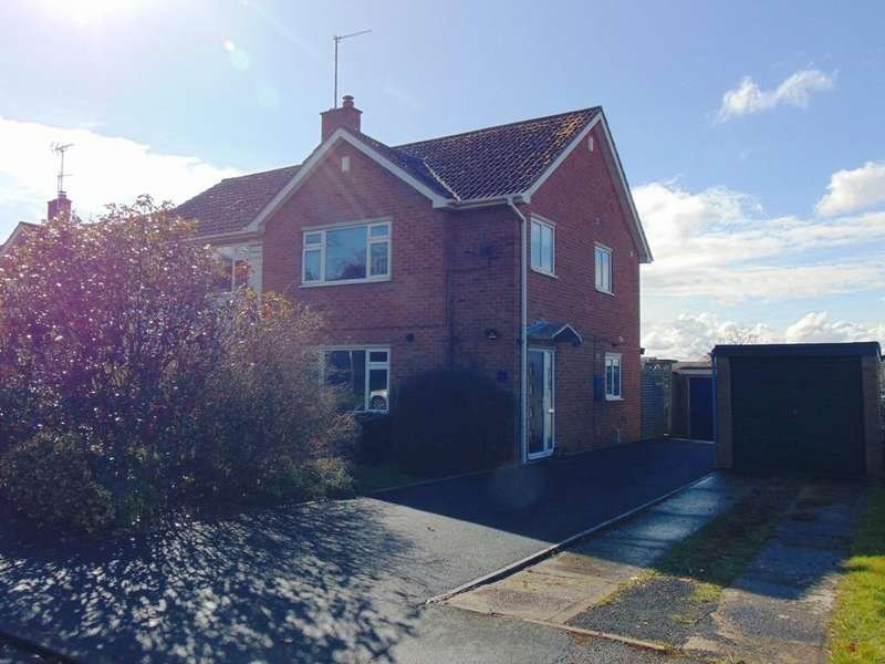 3 Bedrooms Semi Detached House for sale in Oak Close, Badsey