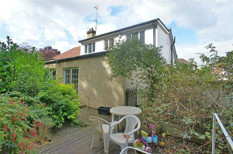 5 Bedrooms Semi Detached Bungalow for sale in The Avenue, London