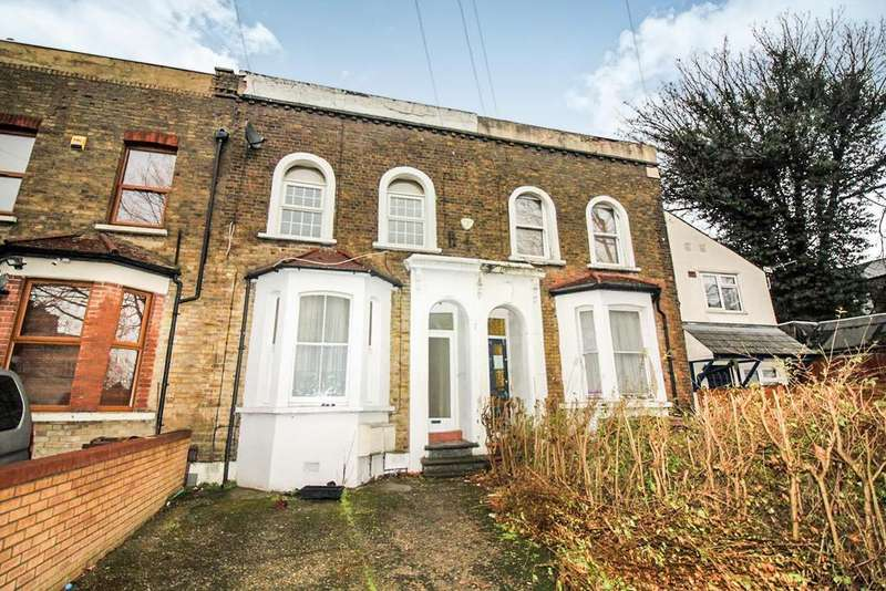 2 Bedrooms Flat for sale in Fairlop Road, London