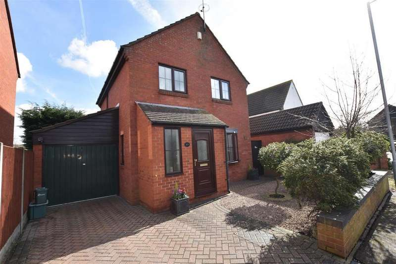 3 Bedrooms Detached House for sale in Abbotsleigh Road, South Woodham Ferrers, Chelmsford