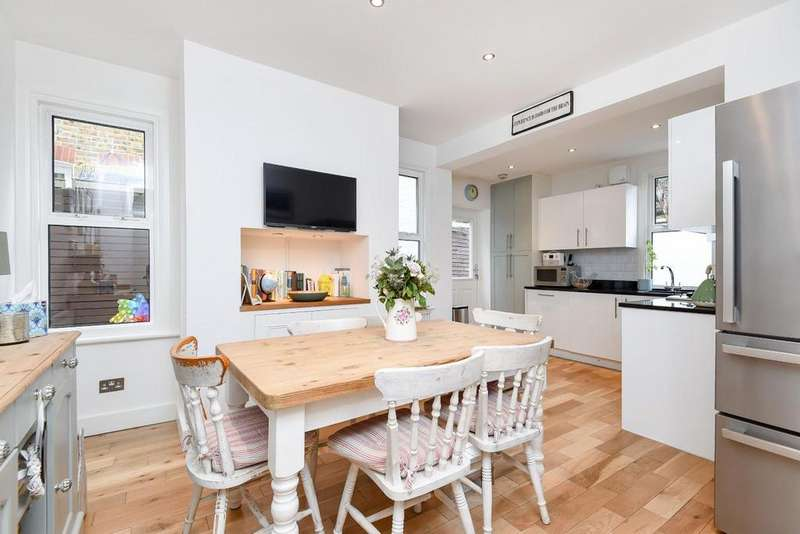 2 Bedrooms Maisonette Flat for sale in Sternhold Avenue, Balham