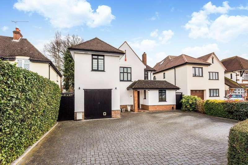4 Bedrooms Detached House for sale in Links Avenue, Gidea Park, RM2
