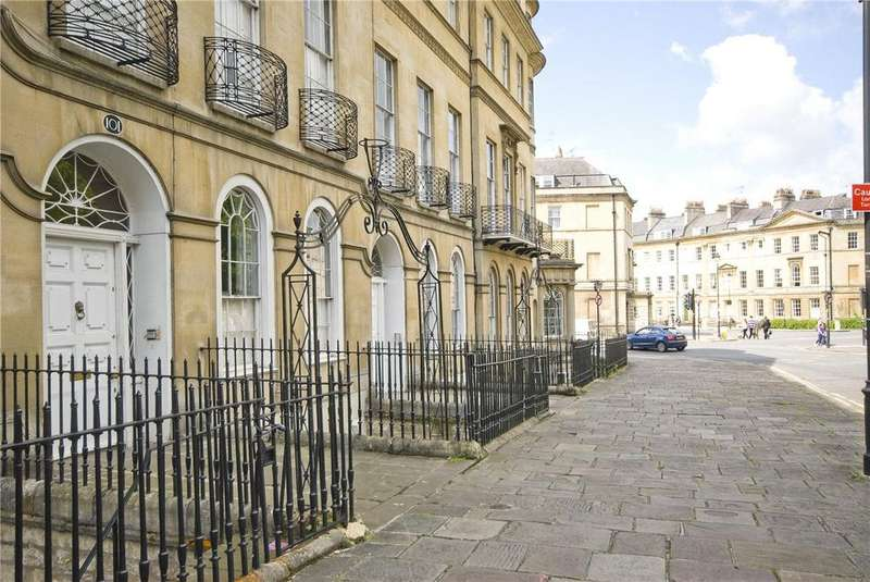 3 Bedrooms Apartment Flat for rent in Sydney Place, Bath, Somerset, BA2