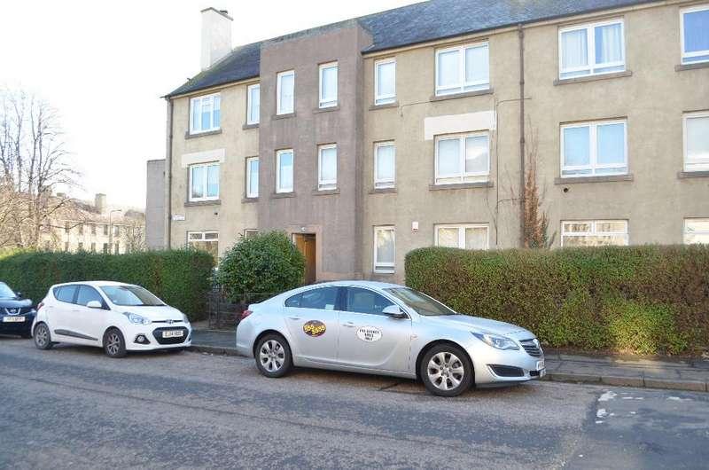 2 Bedrooms Apartment Flat for rent in Restalrig Drive, Flat 2, Restalrig, Edinburgh, EH7 6JN