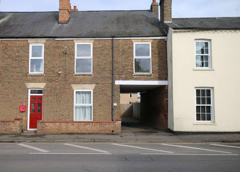 3 Bedrooms Terraced House for rent in High Street, Chatteris