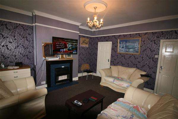 3 Bedrooms Terraced House for sale in Castle Street, Brierfield