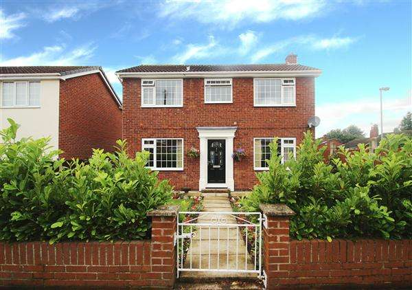 3 Bedrooms Detached House for sale in Langdale Drive, Low Ackworth