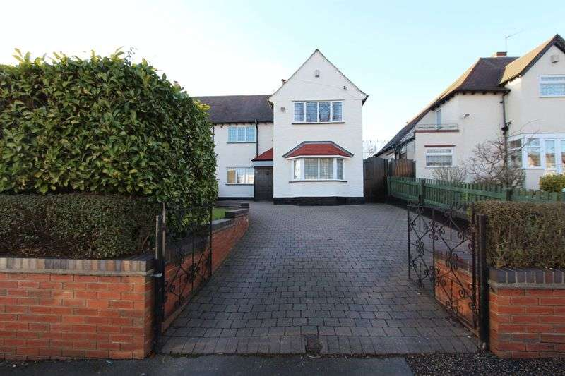 3 Bedrooms Property for sale in Broadstone Avenue, Walsall