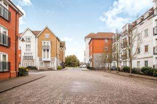 3 Bedrooms Flat for sale in Creine Mill Lane North, Canterbury, Kent, Uk