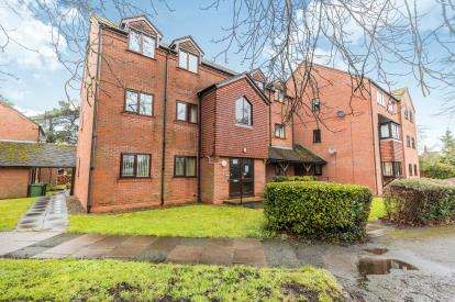 2 Bedrooms Flat for sale in Checketts Court, Droitwich Road, Worcester, Worcestershire