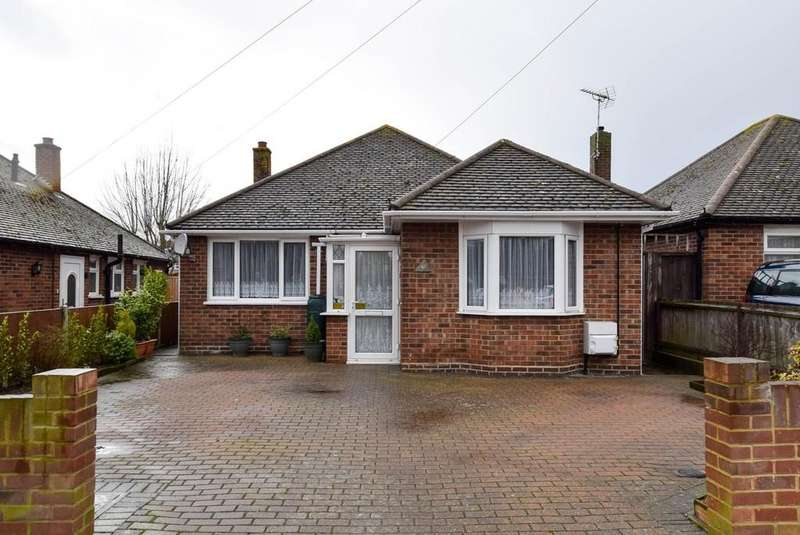 3 Bedrooms Detached Bungalow for sale in Chestnut Drive, Greenhill, Herne Bay