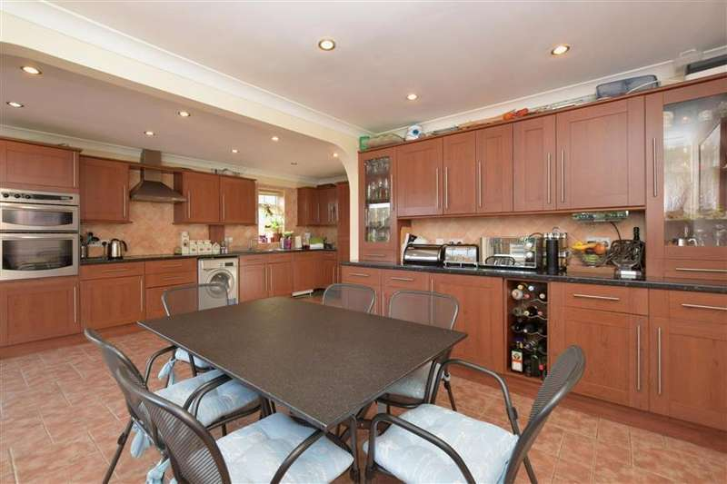 5 Bedrooms Detached House for sale in Westland Drive, Waterlooville, Hampshire