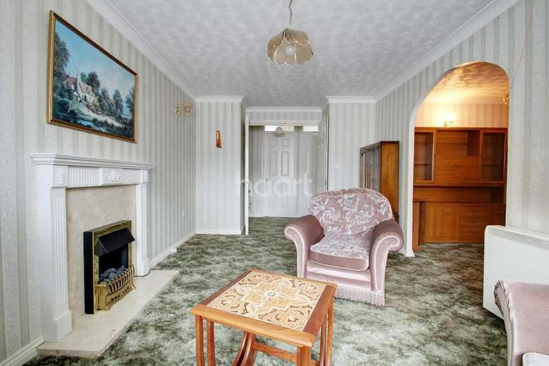 2 Bedrooms Flat for sale in Cunningham Close, Chadwell Heath