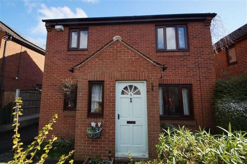 3 Bedrooms Detached House for sale in Gypsy Wood Close, Leeds