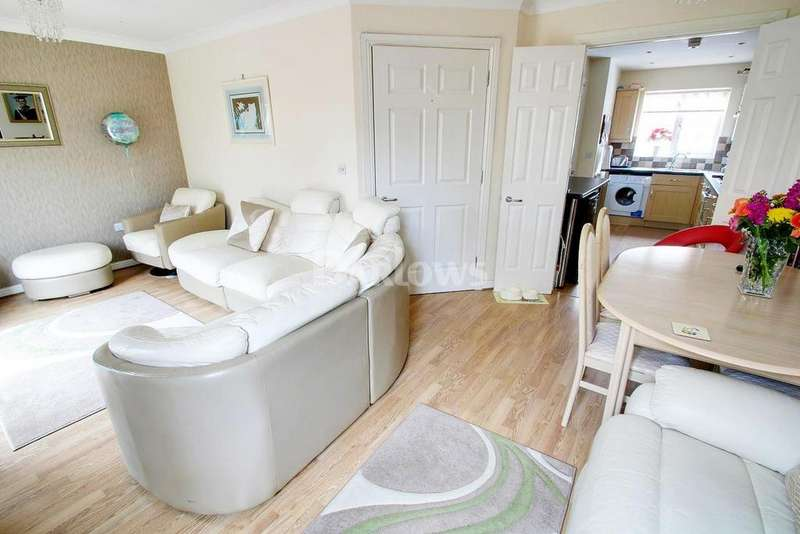 3 Bedrooms Semi Detached House for sale in Trebanog Crescent, Rumney, Cardiff
