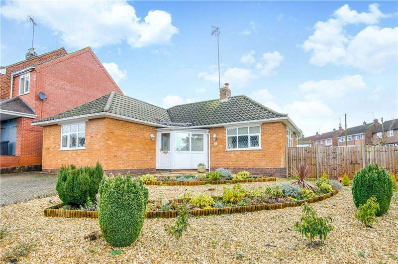 2 Bedrooms Detached Bungalow for sale in Wordsworth Avenue, Redditch, Worcestershire, B97