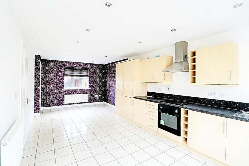 3 Bedrooms Semi Detached House for sale in Agnes Silverside Close, Colchester, CO2