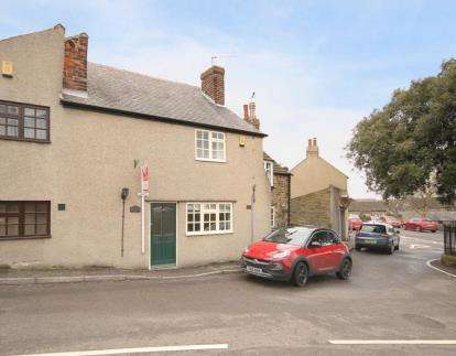 2 Bedrooms Terraced House for sale in Wilkin Hill, Barlow, Dronfield, Derbyshire