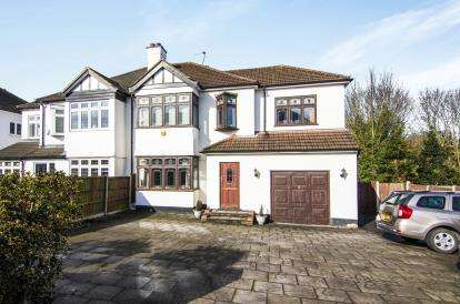 4 Bedrooms Semi Detached House for sale in Hornchurch, ., Essex