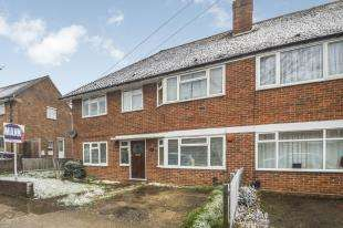 2 Bedrooms Maisonette Flat for sale in Bransby Road, Chessington, Surrey, .