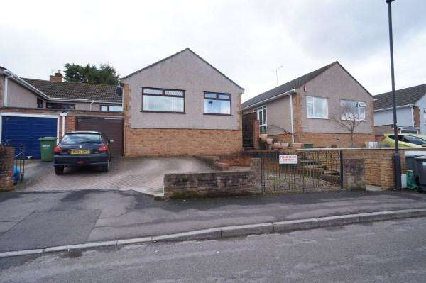 3 Bedrooms Bungalow for sale in Valley Gardens, Downend, Bristol, BS16 6SF
