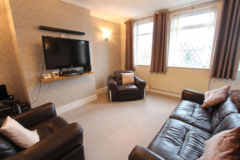 3 Bedrooms Semi Detached House for sale in Wolfe Road, Hillsborough