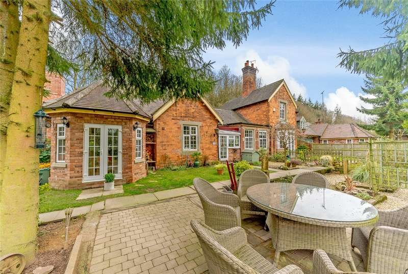 3 Bedrooms Bungalow for sale in The Station Masters House, Cleobury Mortimer, Kidderminster, Shropshire, DY14