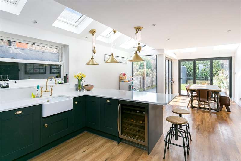 4 Bedrooms Mews House for sale in Pentney Road, Balham, SW12