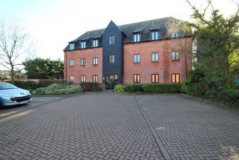 2 Bedrooms House for sale in Canvey Walk, Chelmsford, Essex, CM1