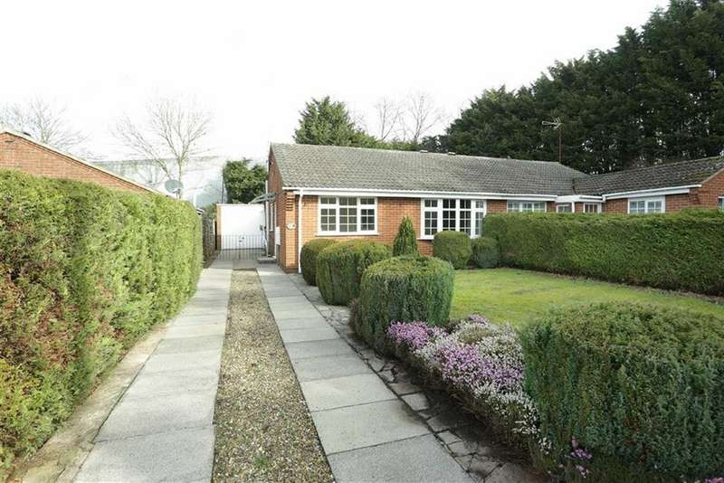 2 Bedrooms Semi Detached Bungalow for sale in Faringdon Avenue, Lutterworth, Leicestershire