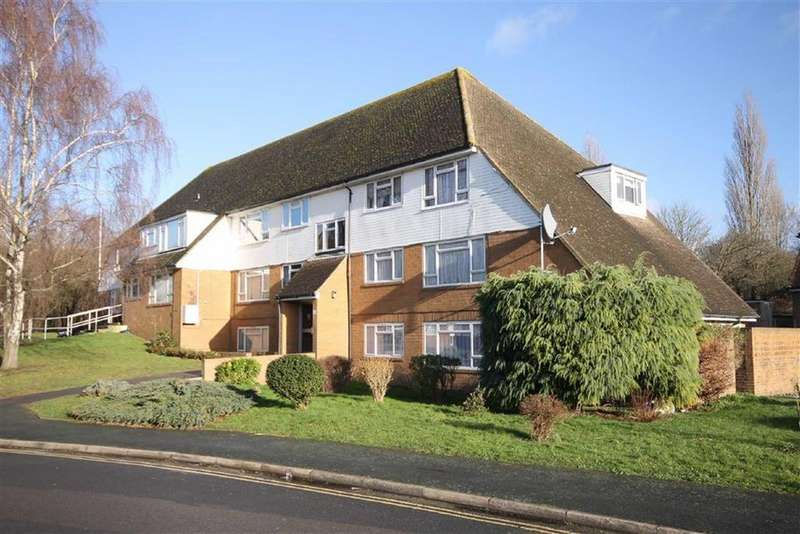 2 Bedrooms Flat for sale in Cressal Mead, Leatherhead, Surrey