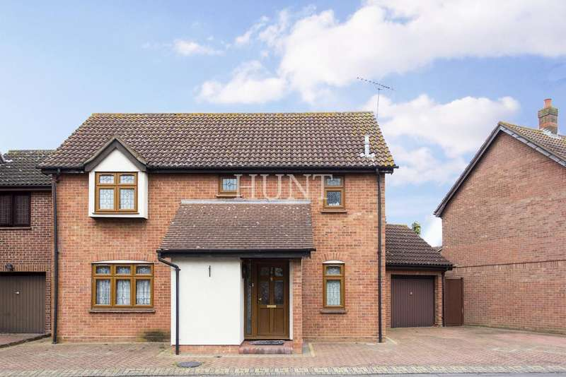 3 Bedrooms Detached House for sale in Hainault, Essex IG6