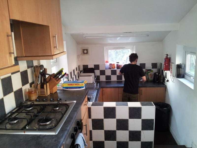 5 Bedrooms Detached House for rent in Dension Road, Manchester M14