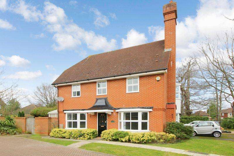 4 Bedrooms Link Detached House for sale in Marrabon Close, Sidcup DA15 9EF